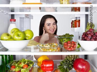 Как убирают запахи из холодильника